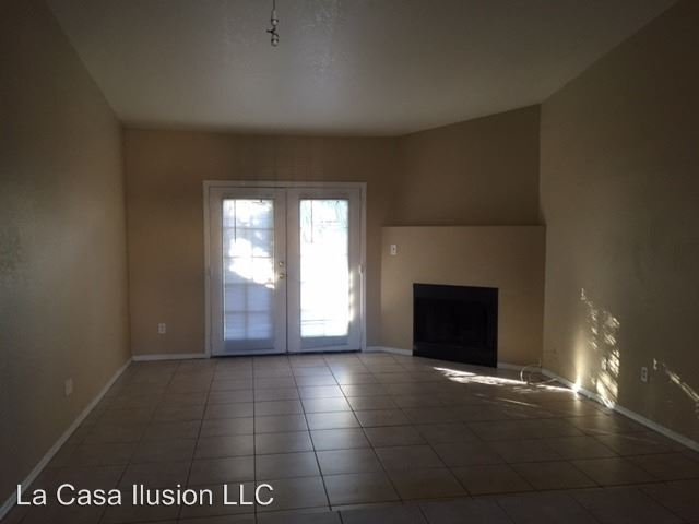 3 Bedrooms 2 Bathrooms Apartment for rent at 2401 W Avalon Drive in Phoenix, AZ