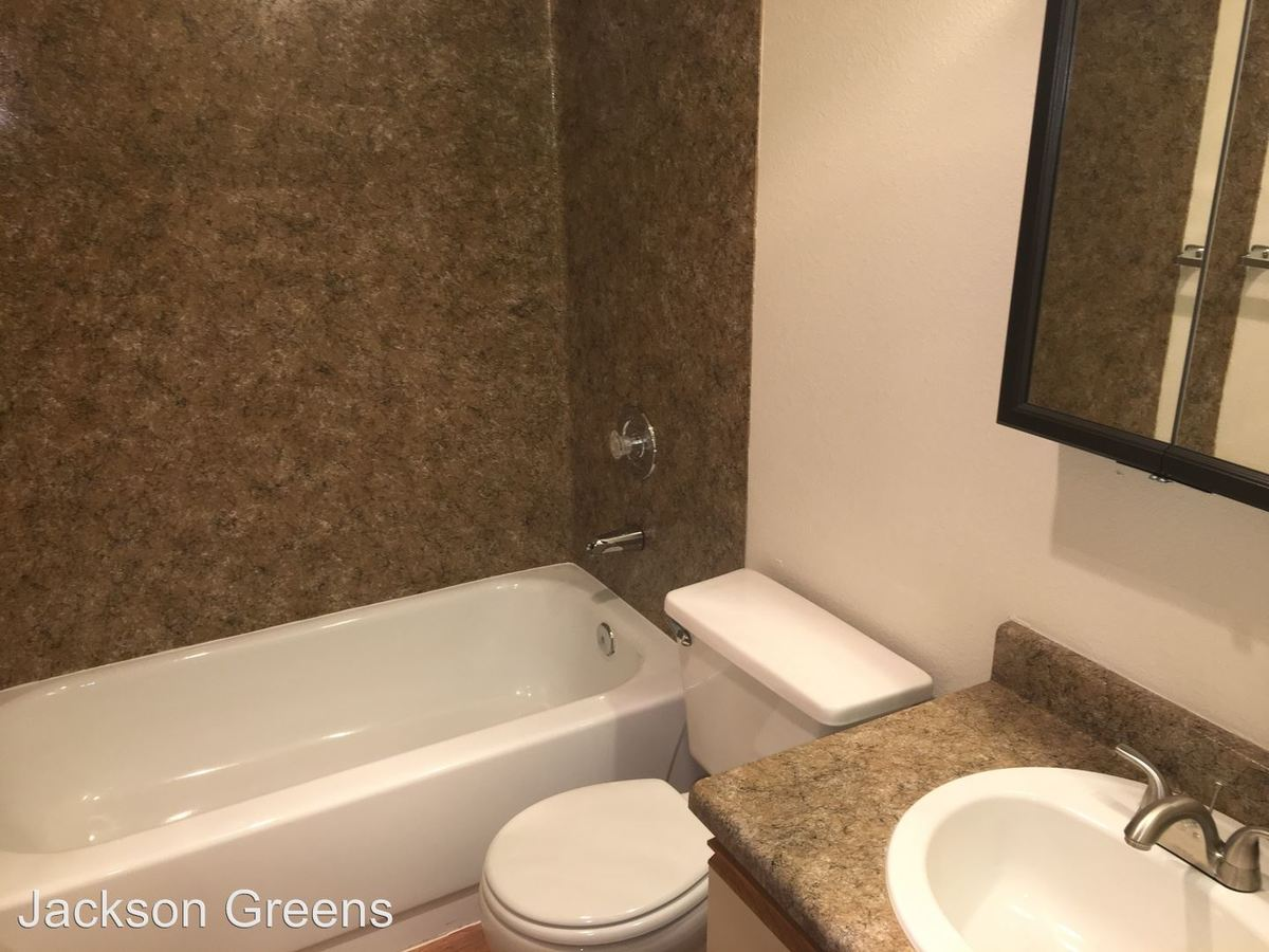 2 Bedrooms 1 Bathroom Apartment for rent at 13341 15th Ave. Ne in Seattle, WA