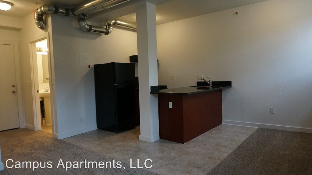 Studio 1 Bathroom Apartment for rent at 4210 Brooklyn Ave Ne in Seattle, WA