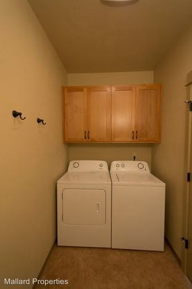 4 Bedrooms 2 Bathrooms Apartment for rent at 1739 Ferry St. #1-10 in Eugene, OR