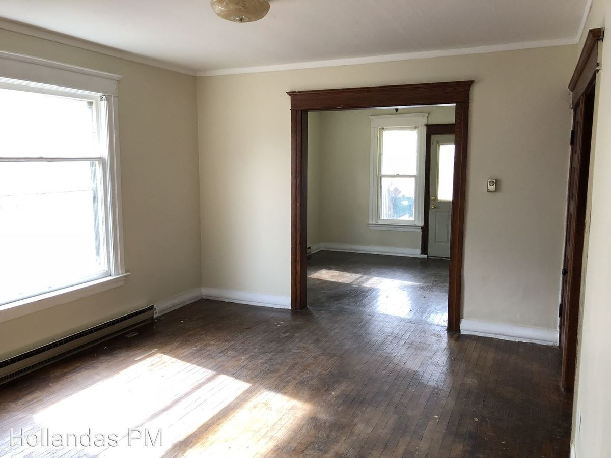 2 Bedrooms 1 Bathroom Apartment for rent at 507 N Sycamore St in Lansing, MI