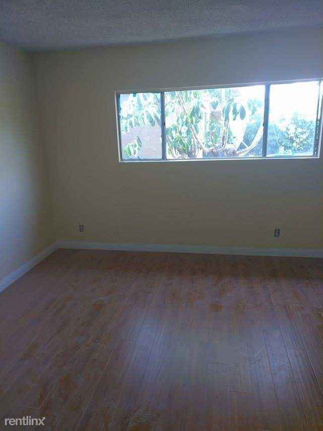 2 Bedrooms 2 Bathrooms Apartment for rent at 8633 Columbus Ave in North Hills, CA