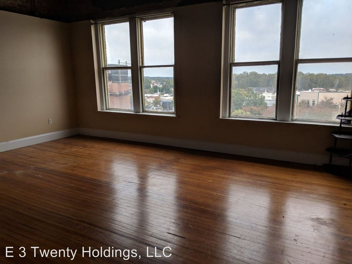 1 Bedroom 1 Bathroom Apartment for rent at 114 Washington St. Se in Gainesville, GA