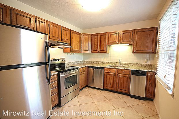 2 Bedrooms 1 Bathroom Apartment for rent at 341 W. Pacific Ave in Webster Groves, MO