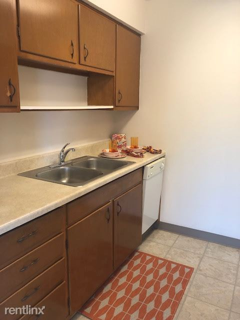 2 Bedrooms 1 Bathroom Apartment for rent at Elana Manor Apartments in Lakewood, OH