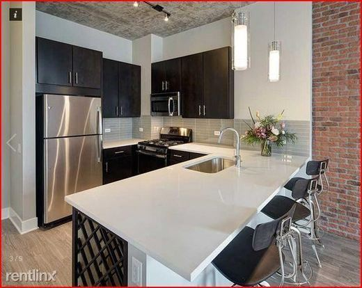 Studio 1 Bathroom Apartment for rent at 850 S Clark St in Chicago, IL