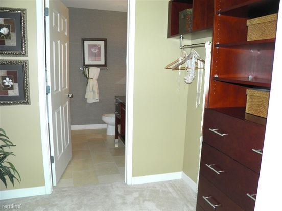 1 Bedroom 1 Bathroom Apartment for rent at 1255 S Michigan Ave in Chicago, IL