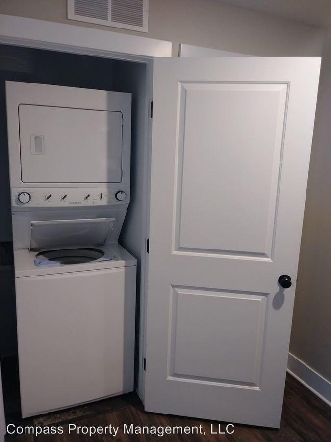 Bathrooms Apartment For Rent At 221 Trowbridge St Ne In Grand Rapids