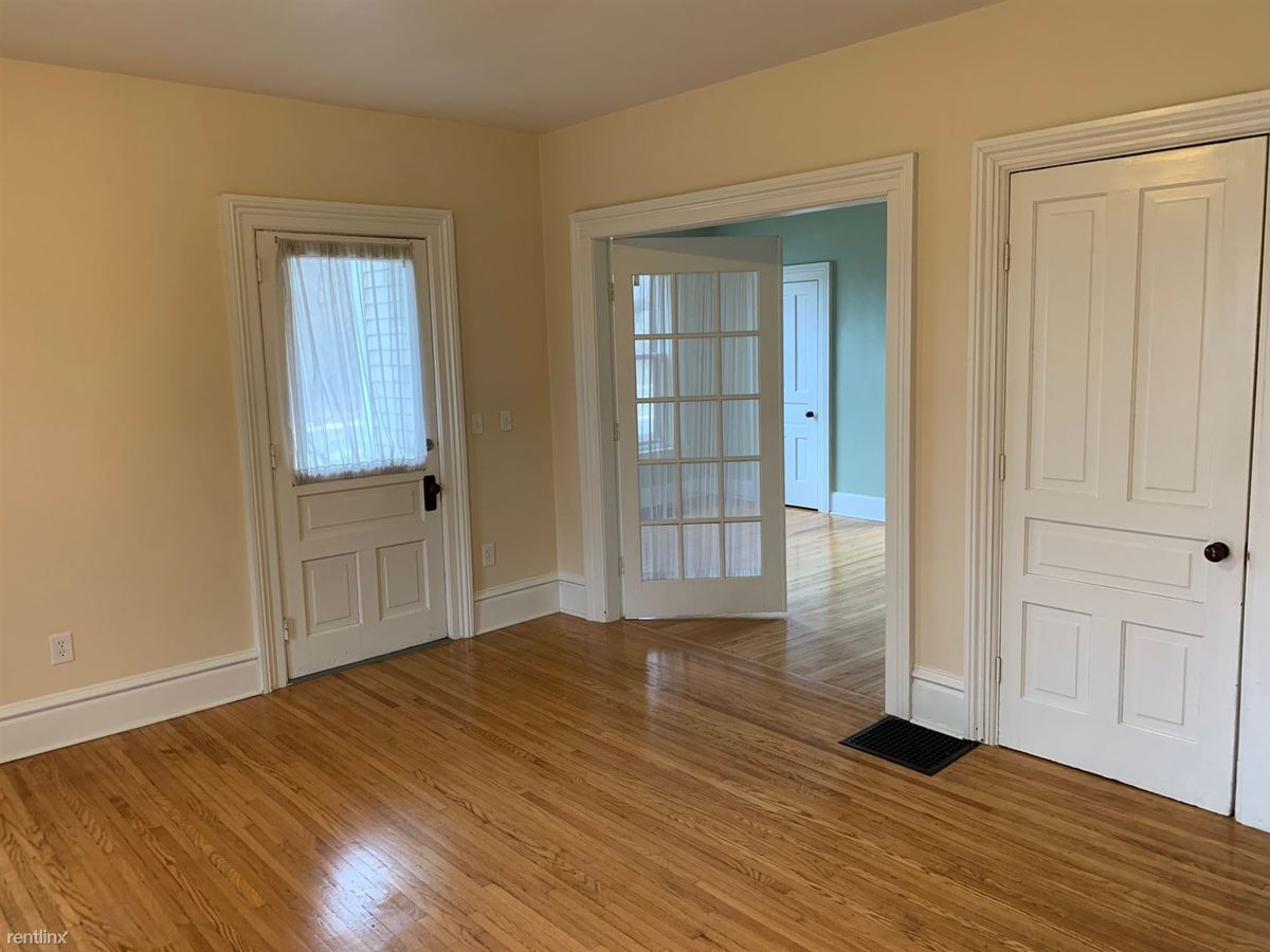 2 Bedrooms 1 Bathroom Apartment for rent at 658 W Michigan Ave in Saline, MI