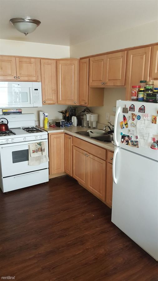 2 Bedrooms 1 Bathroom Apartment for rent at Heritage Village Pointe Condominiums in Des Plaines, IL