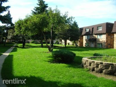 2 Bedrooms 1 Bathroom Apartment for rent at Heritage Village Pointe in Des Plaines, IL