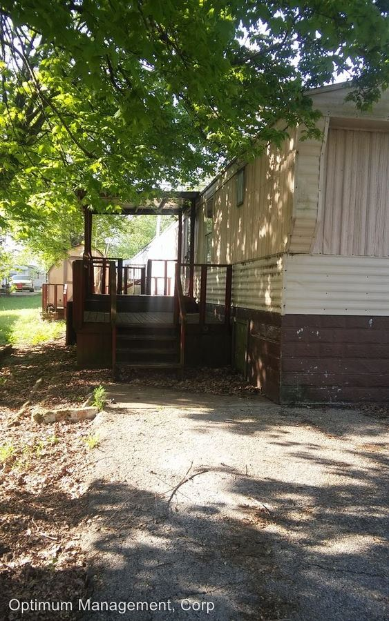 2 Bedrooms 2 Bathrooms Apartment for rent at 1242 Woodland Dr. in Elizabethtown, KY