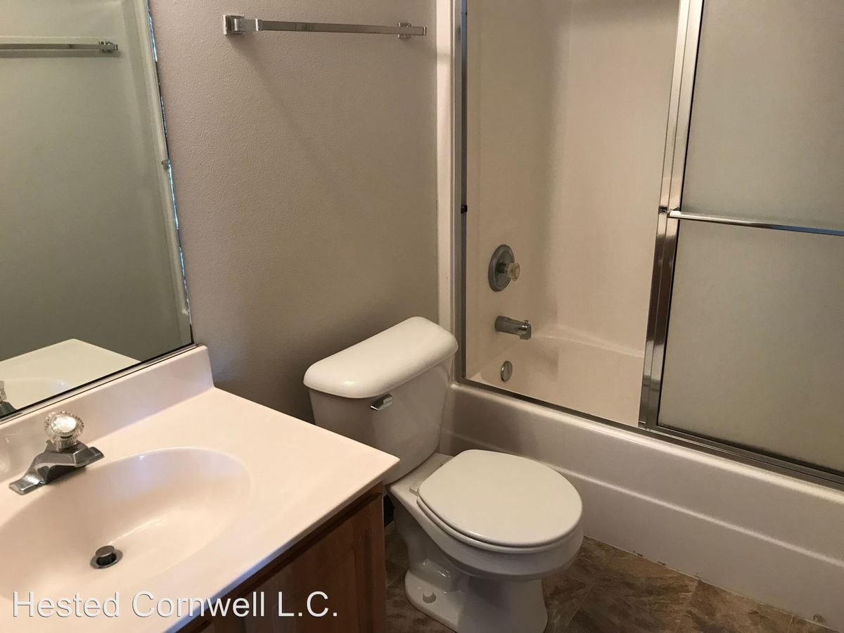 3 Bedrooms 2 Bathrooms Apartment for rent at 258 N Hyland in Ames, IA