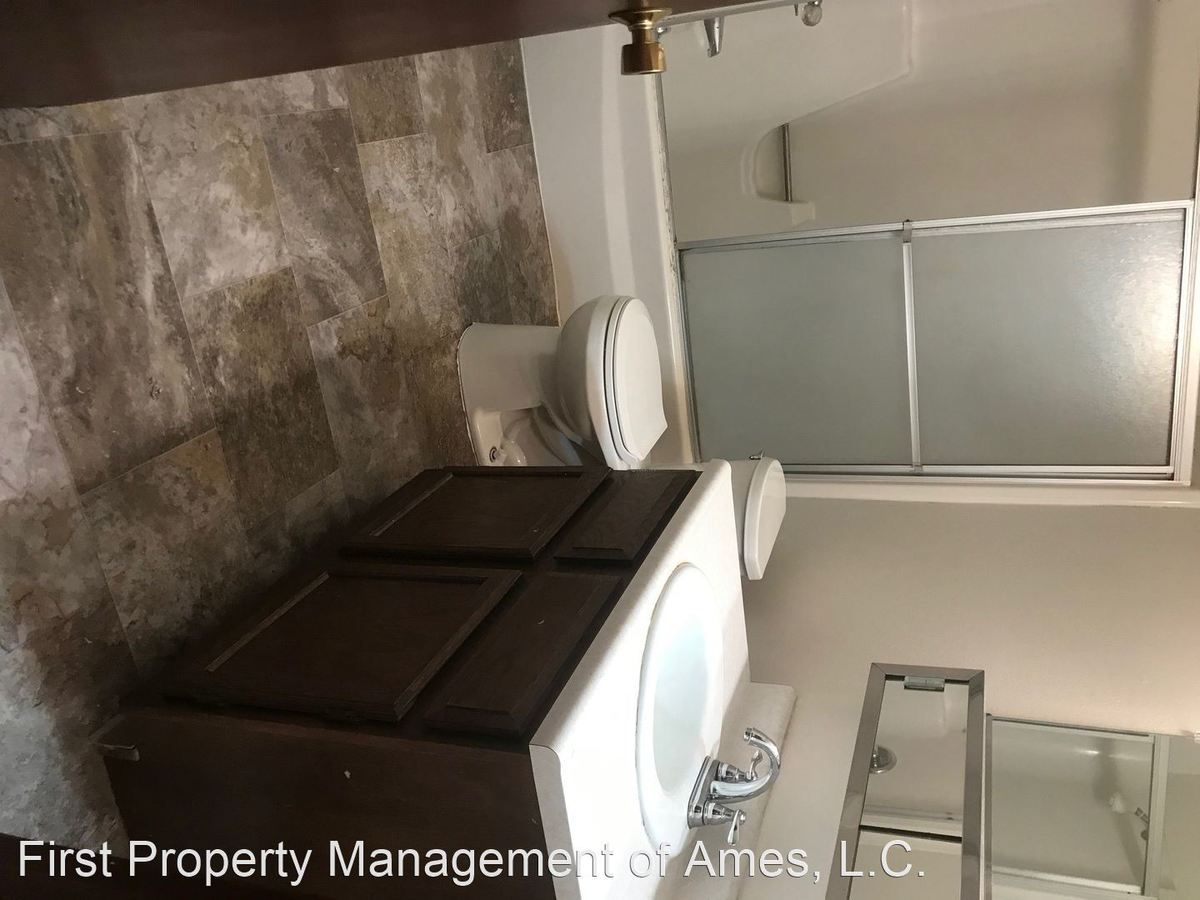2 Bedrooms 1 Bathroom Apartment for rent at 1006 Lincoln Way in Ames, IA