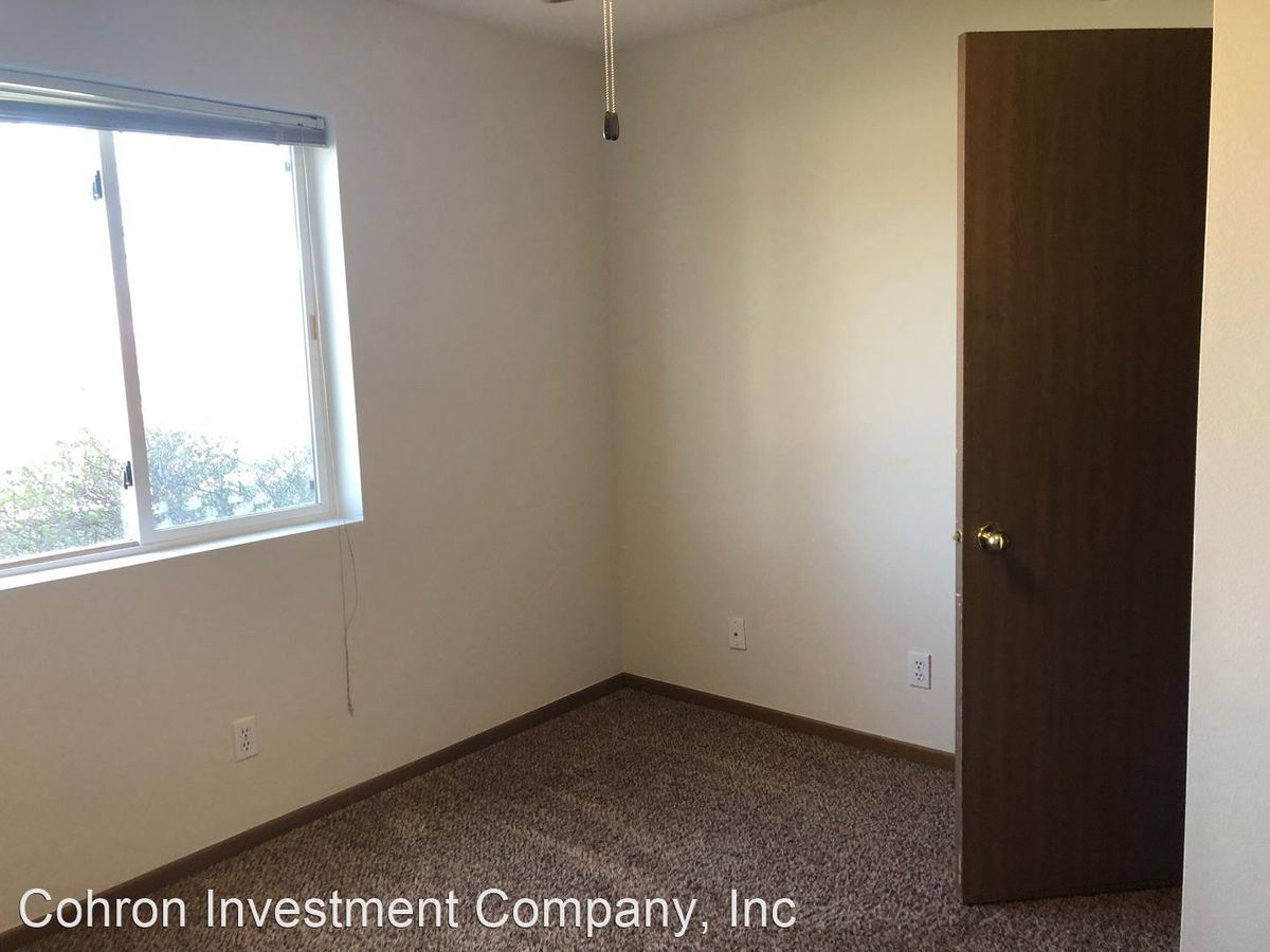 3 Bedrooms 2 Bathrooms Apartment for rent at 645 Squaw Crk in Ames, IA