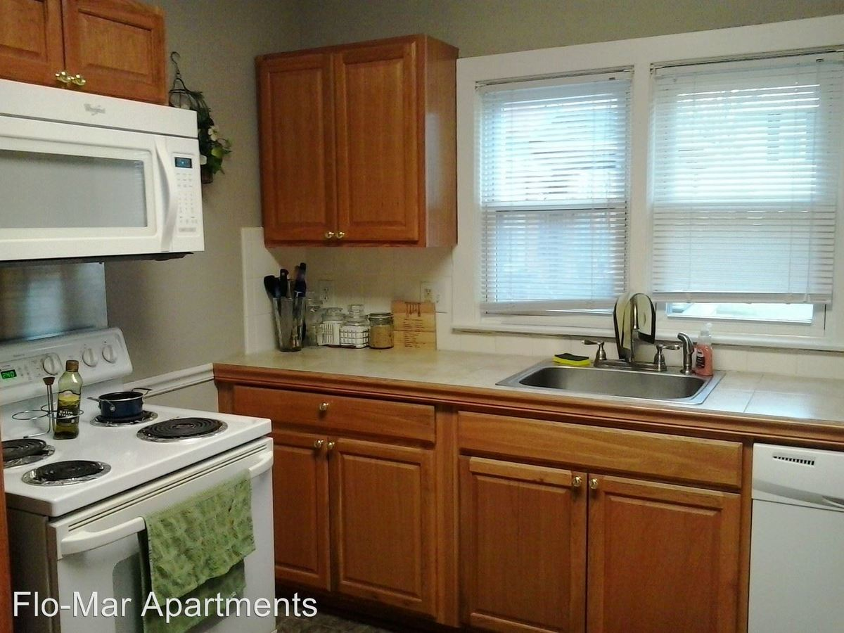 3 Bedrooms 2 Bathrooms Apartment for rent at 965 Washtenaw in Ypsilanti, MI