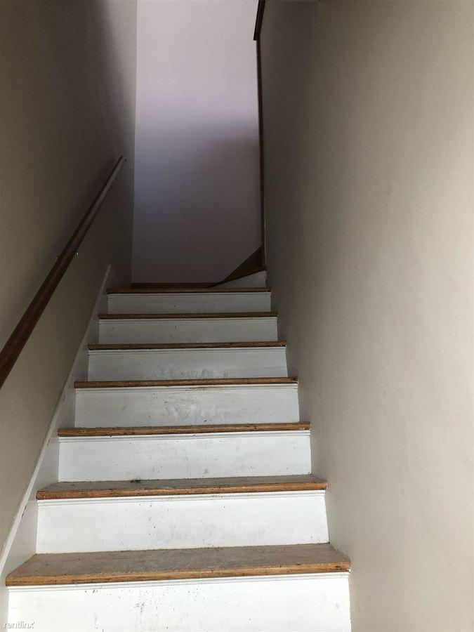 2 Bedrooms 1 Bathroom Apartment for rent at 527 W Cross St in Ypsilanti, MI