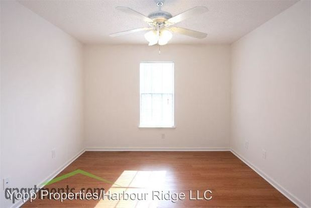 3 Bedrooms 2 Bathrooms Apartment for rent at 1436 A Harbour Dr in Wilmington, NC