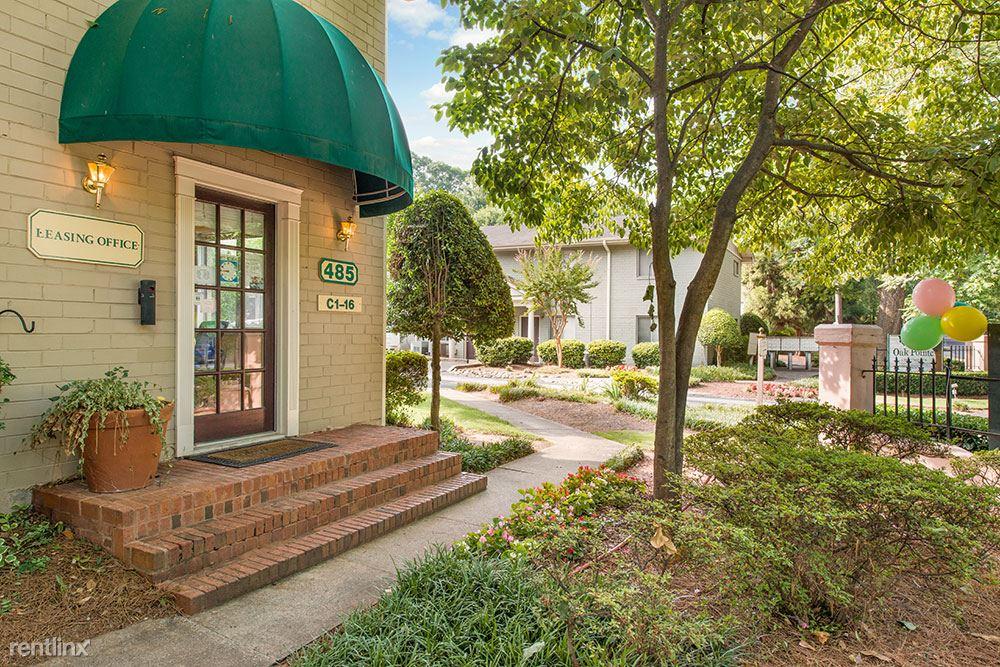 2 Bedrooms 1 Bathroom Apartment for rent at Oak Pointe in Atlanta, GA