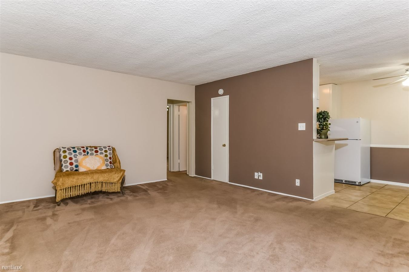 2 Bedrooms 1 Bathroom Apartment for rent at Pine Apartments in Sierra Madre, CA