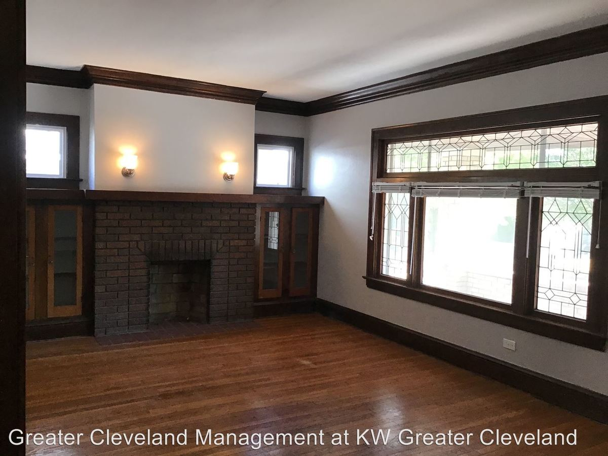 2 Bedrooms 1 Bathroom Apartment for rent at 2144-2146 Wascana Avenue in Lakewood, OH