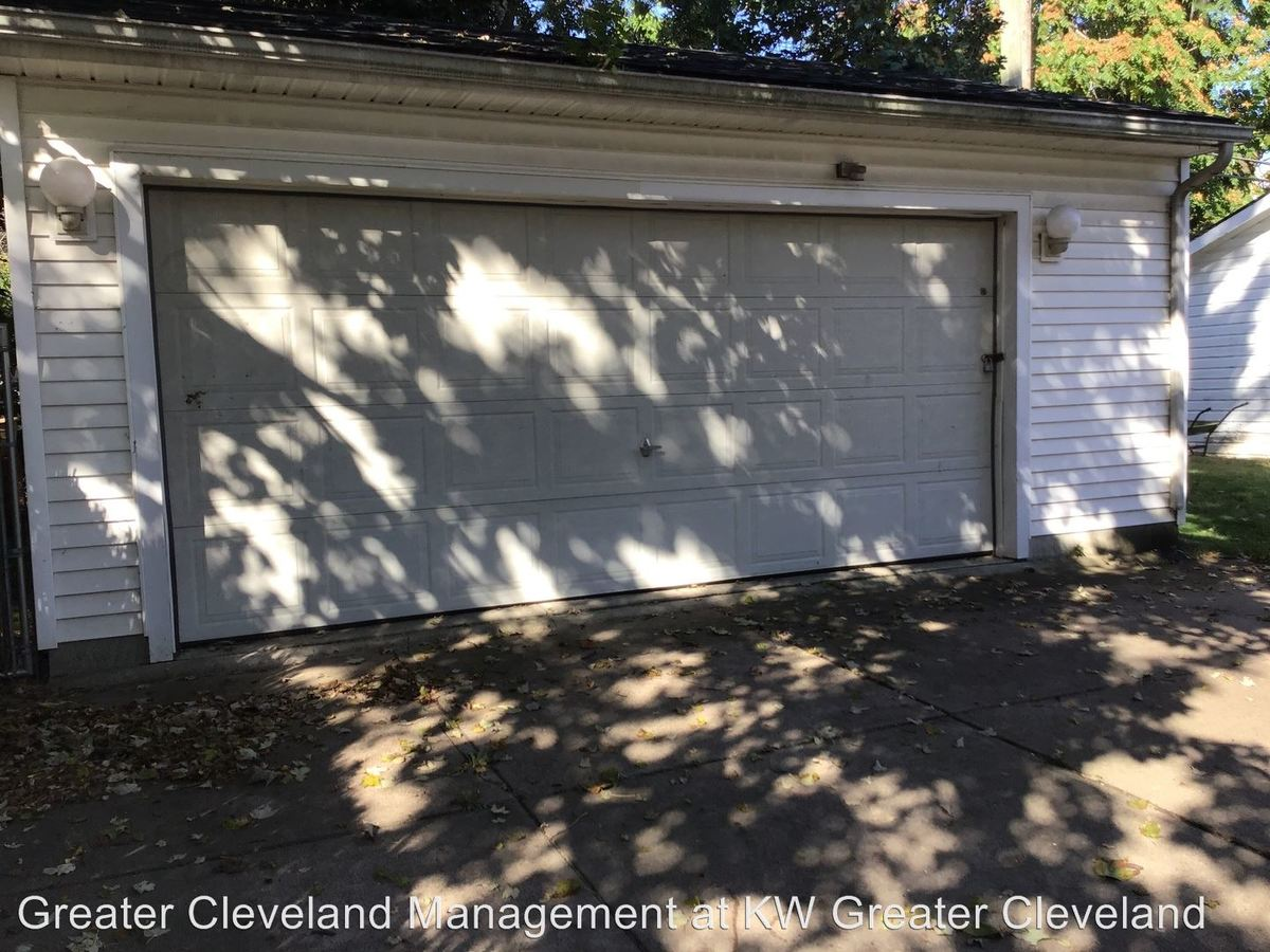 3 Bedrooms 1 Bathroom Apartment for rent at 2144-2146 Wascana Avenue in Lakewood, OH