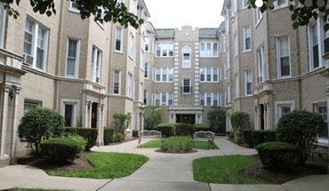 Green Manor Apartment for rent in Chicago, IL