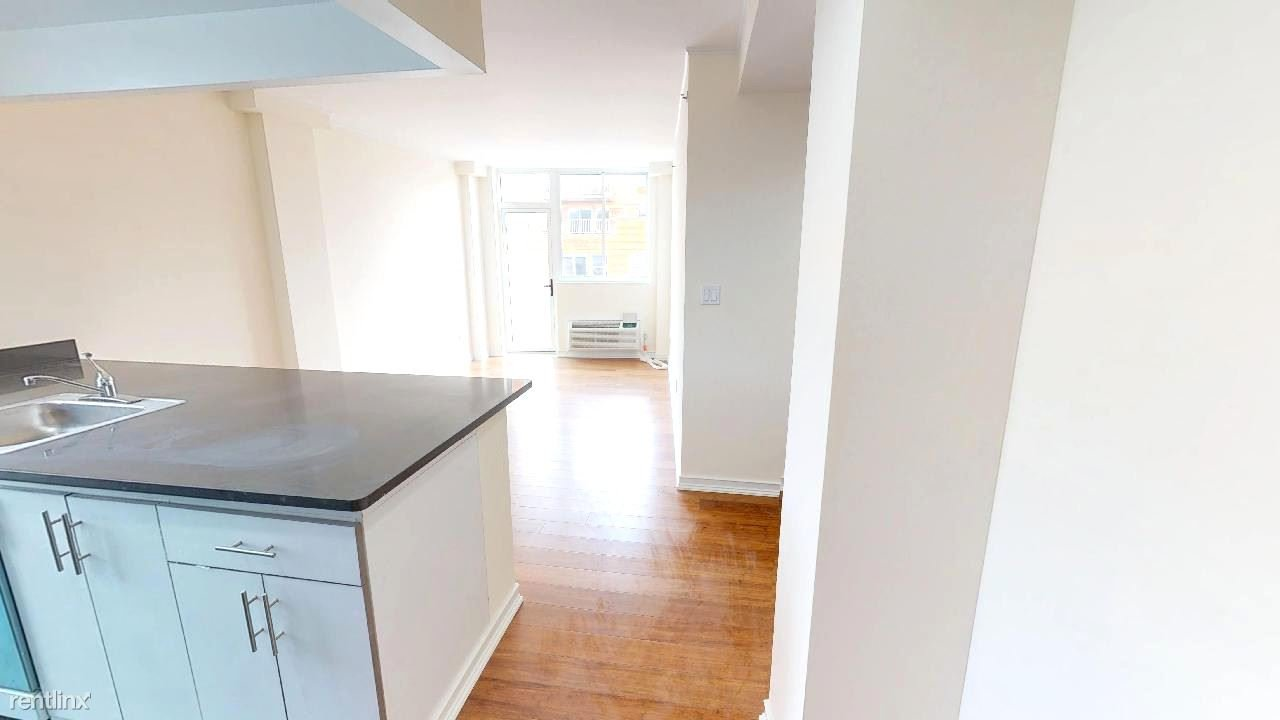 2 Bedrooms 1 Bathroom Apartment for rent at 8276 116th St in Richmond Hill, NY