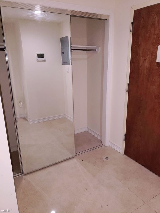 Studio 1 Bathroom Apartment for rent at 8276 116th St in Richmond Hill, NY