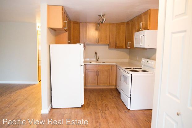 2 Bedrooms 1 Bathroom Apartment for rent at 15532, 15544 27th Ave Ne in Shoreline, WA