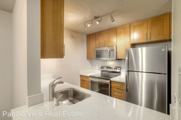 2 Bedrooms 2 Bathrooms Apartment for rent at 12527 Roosevelt Way Ne in Seattle, WA