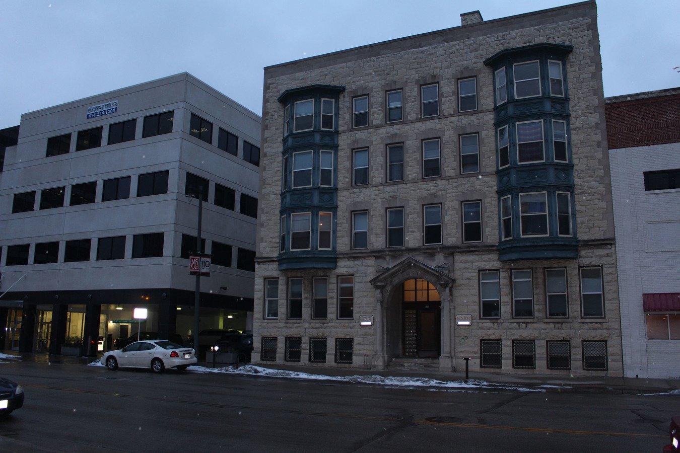 comstock apartments milwaukee wi