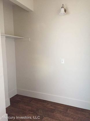 Studio 1 Bathroom Apartment for rent at 1723 Summit Ave in Seattle, WA