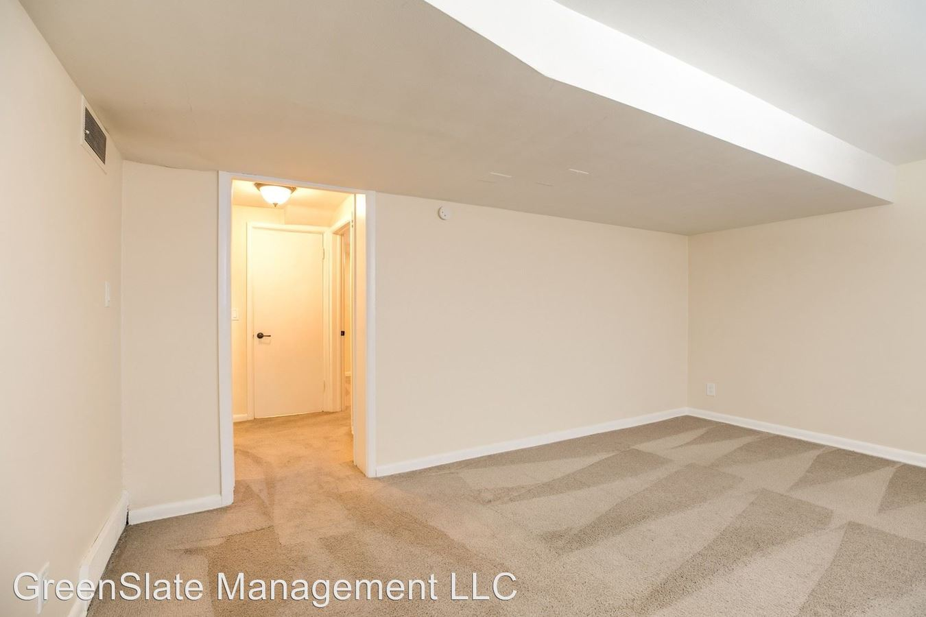 1 Bedroom 1 Bathroom Apartment for rent at 336 / 338 S 37th Street in Omaha, NE