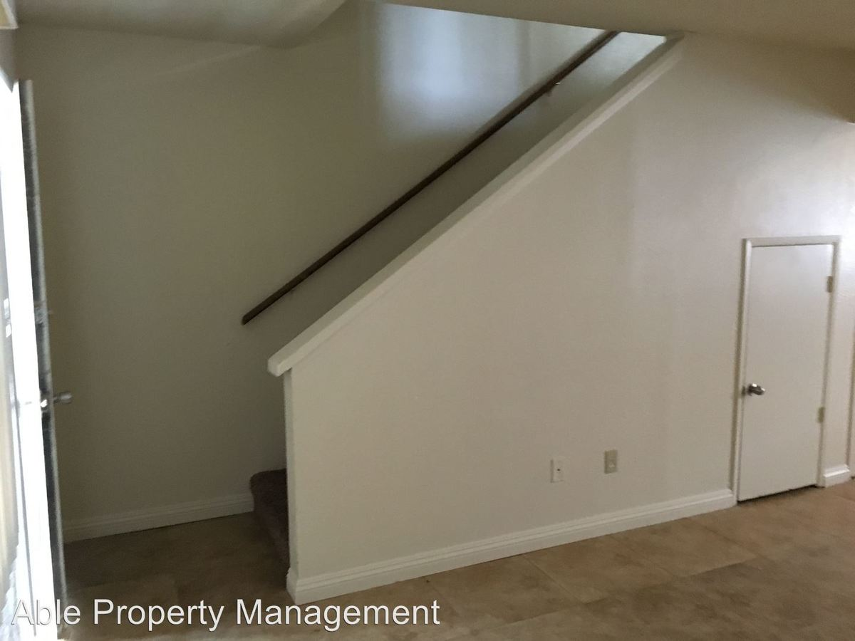 2 Bedrooms 1 Bathroom Apartment for rent at 200 Lincoln Ave. #1-14 in Bakersfield, CA
