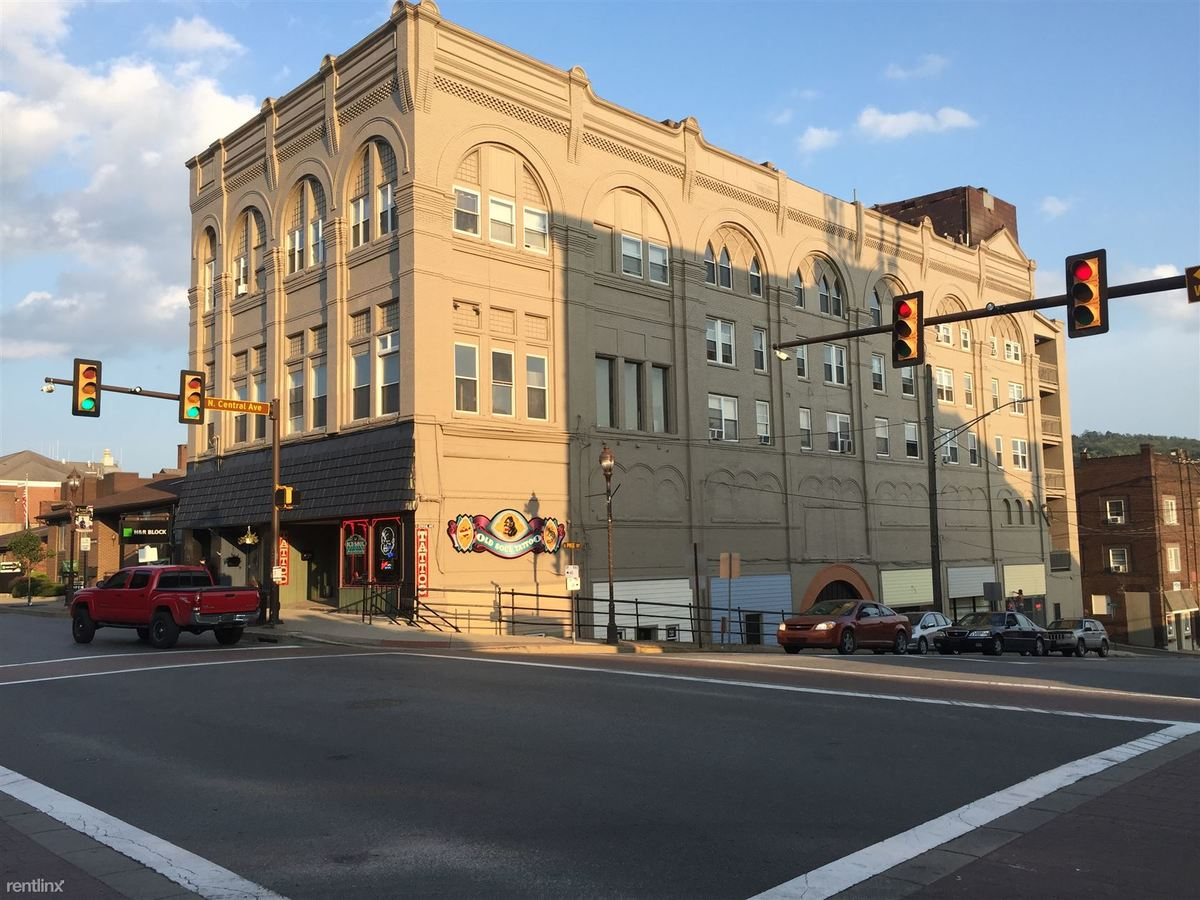 2 Bedrooms 1 Bathroom Apartment for rent at 6 E Pike St in Canonsburg, PA