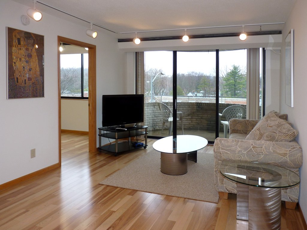 2 Bedrooms 1 Bathroom Apartment for rent at Shorewood House in Madison, WI