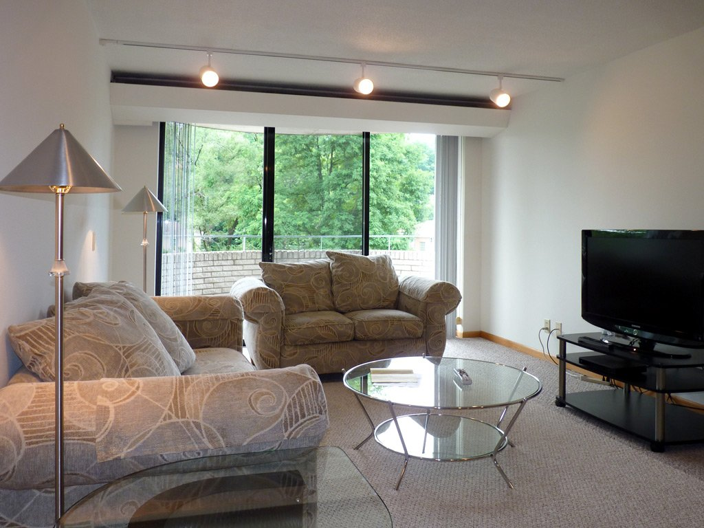 2 Bedrooms 2 Bathrooms Apartment for rent at Shorewood House in Madison, WI