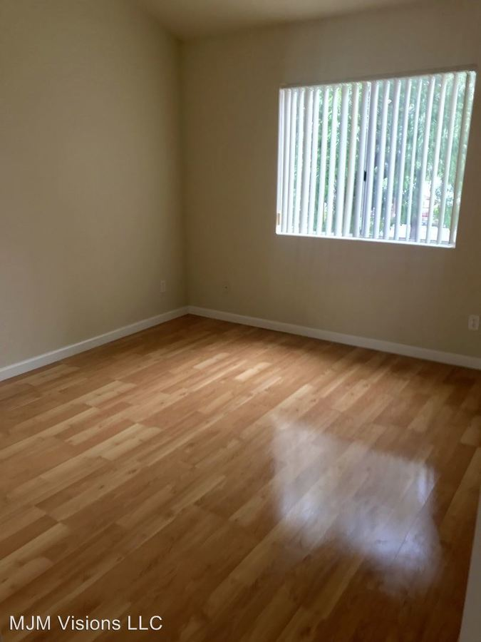 1 Bedroom 1 Bathroom Apartment for rent at 14309 Sylvan St in Van Nuys, CA