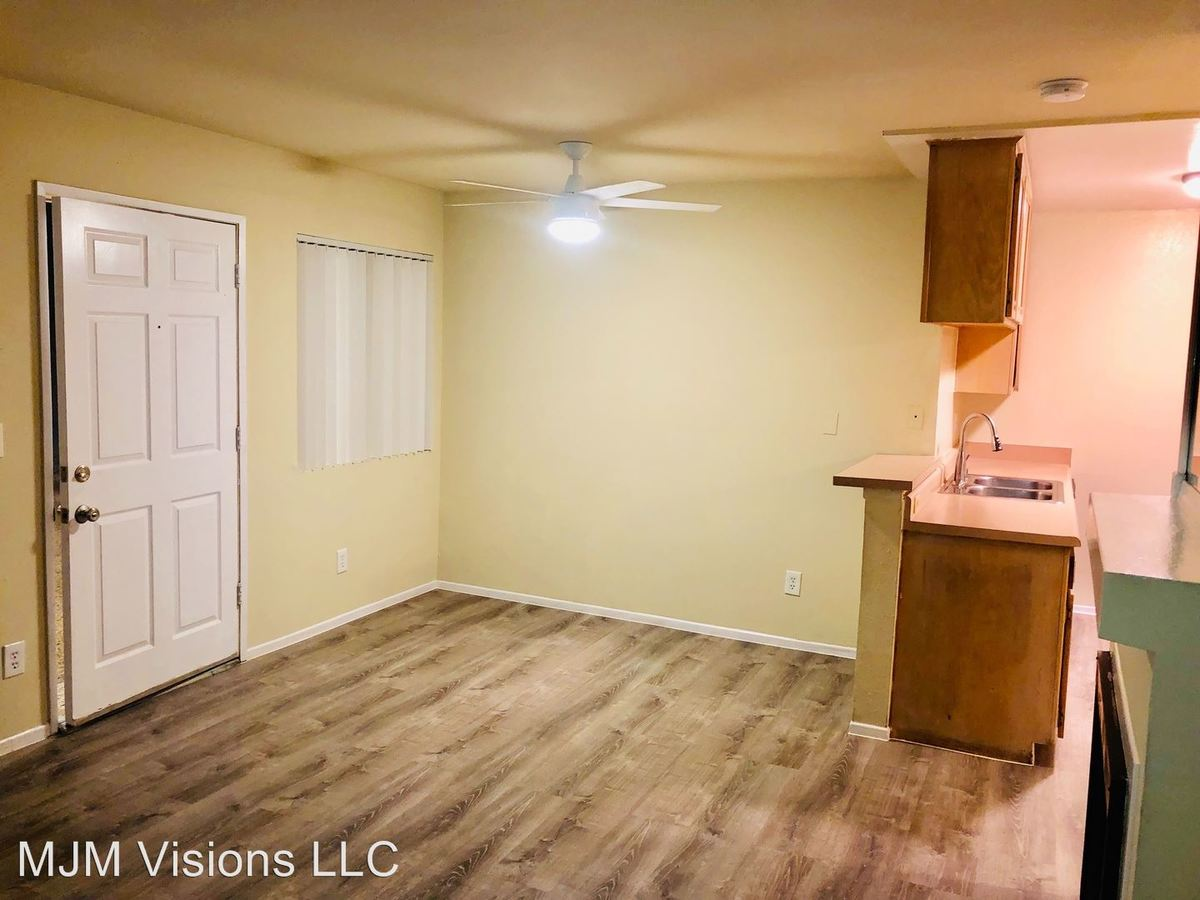 2 Bedrooms 2 Bathrooms Apartment for rent at 14309 Sylvan St in Van Nuys, CA
