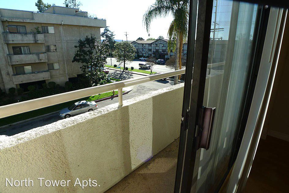 2 Bedrooms 2 Bathrooms Apartment for rent at 7440 N. Sepulveda Blvd. in Van Nuys, CA
