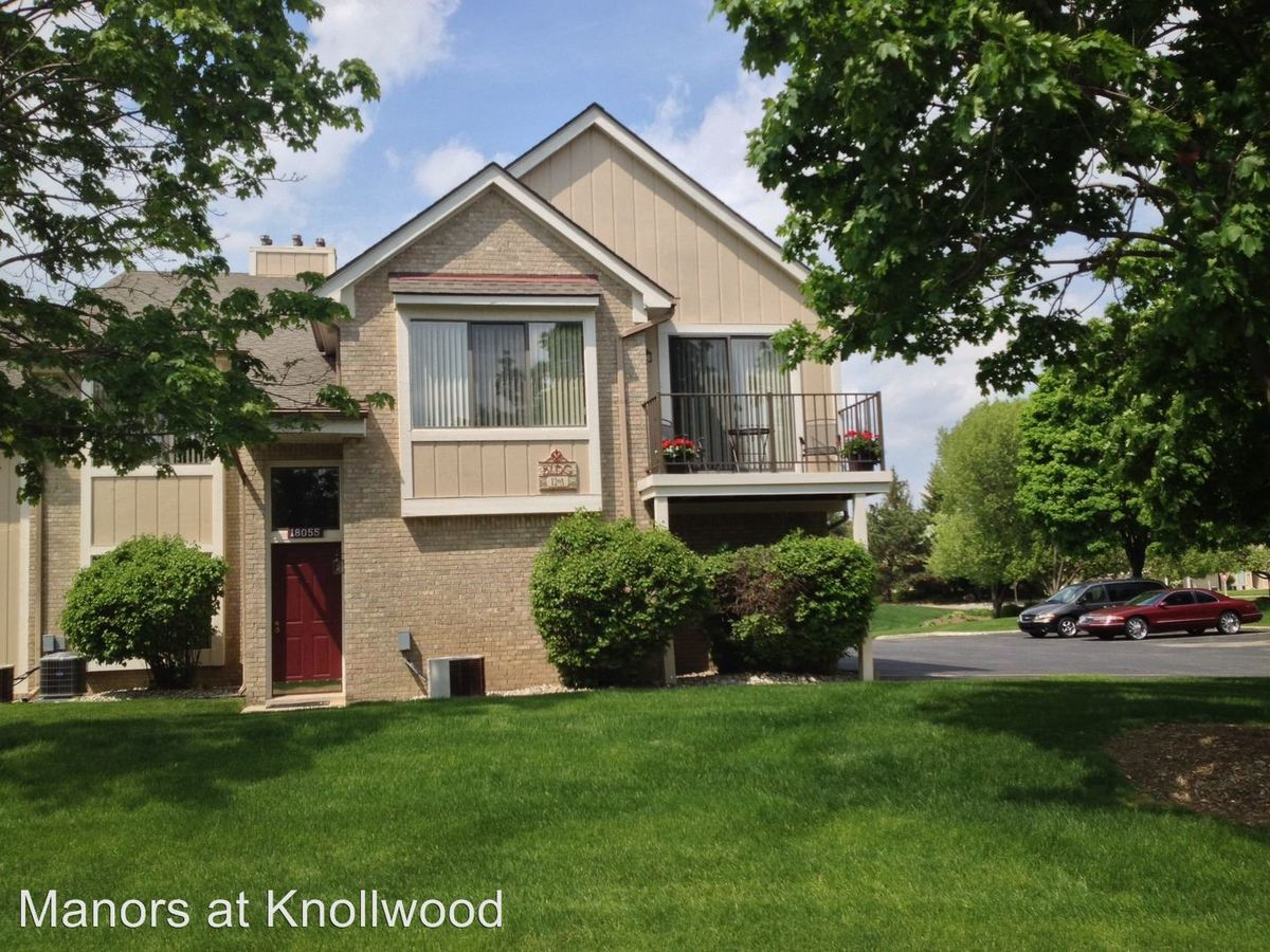 2 Bedrooms 1 Bathroom Apartment for rent at 18255 Manorwood South in Clinton Township, MI
