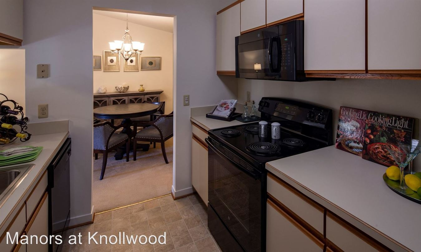 2 Bedrooms 2 Bathrooms Apartment for rent at 18255 Manorwood South in Clinton Township, MI
