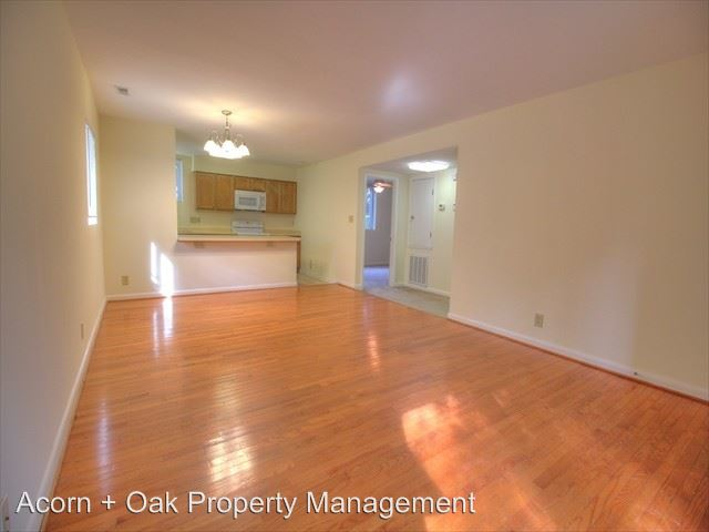6 Bedrooms 3 Bathrooms Apartment for rent at 201 Howell St in Chapel Hill, NC