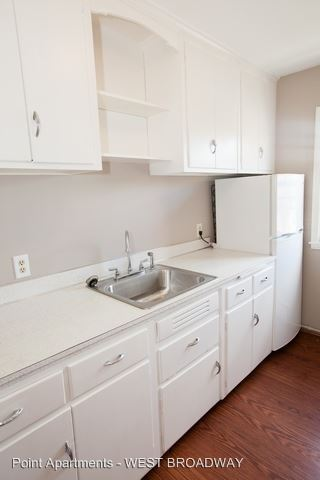 1 Bedroom 1 Bathroom Apartment for rent at 3829 West Broadway in Robbinsdale, MN