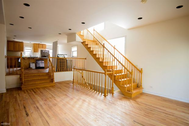 4 Bedrooms 3 Bathrooms House for rent at 1433 W Oakdale Ave in Chicago, IL