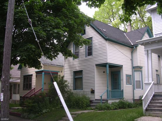 2 Bedrooms 1 Bathroom House for rent at 1628 E Belleview Pl in Milwaukee, WI