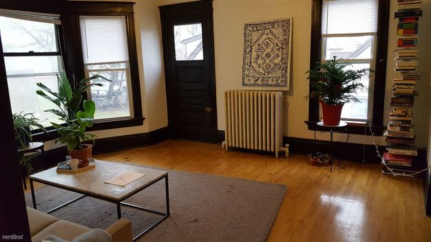 2 Bedrooms 2 Bathrooms Apartment for rent at 1659 N Arlington Pl in Milwaukee, WI