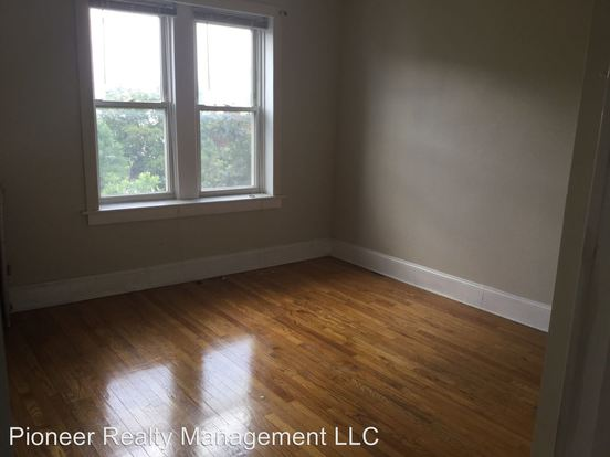 2 Bedrooms 1 Bathroom Apartment for rent at Avers Ave / Palmer St in Chicago, IL