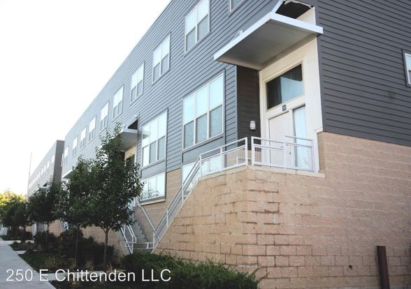 4 Bedrooms 2 Bathrooms Apartment for rent at 266 Chittenden Ave in Columbus, OH